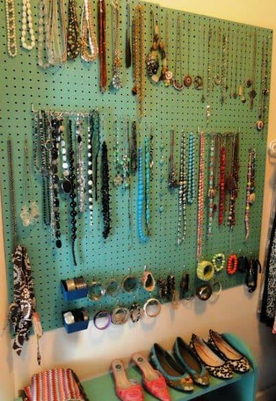 jewlery-display-on-peg-board
