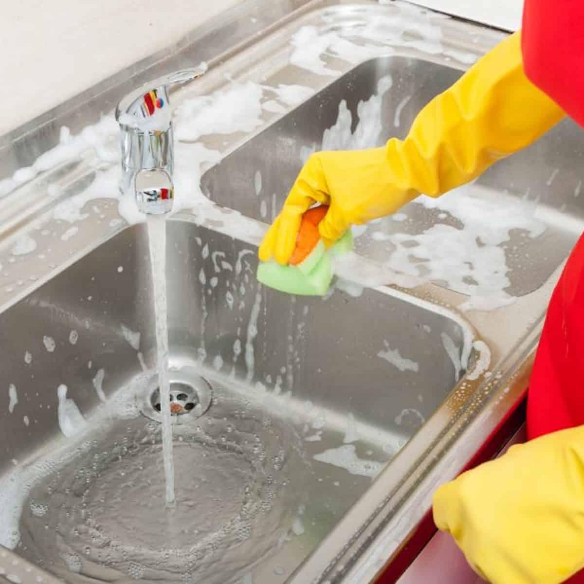 how to clean kitchen sink