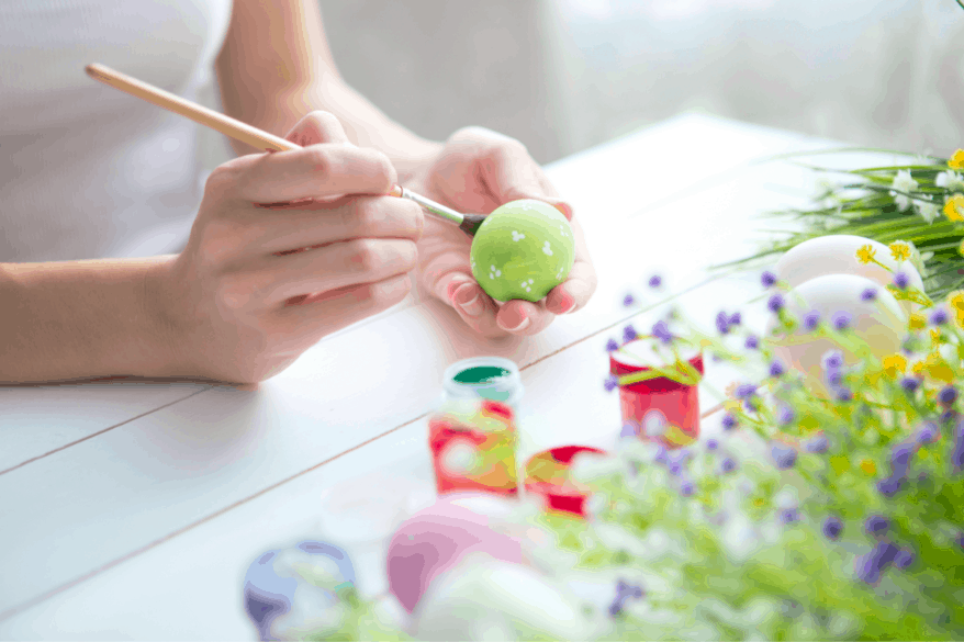 painting eggs unique ways to decorate Easter eggs
