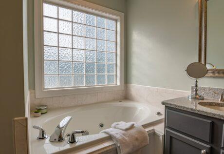 bath-tub-window how to clean blinds