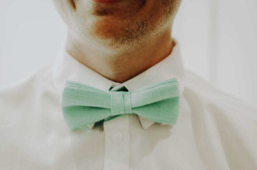 Man wearing mint colored bowtie.