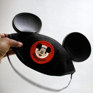 mickey mouse hat Tips For Your Disneyland Vacation