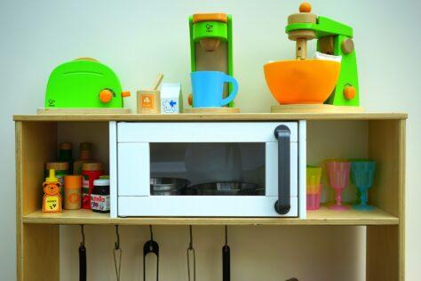 toy-kitchen; play kitchen